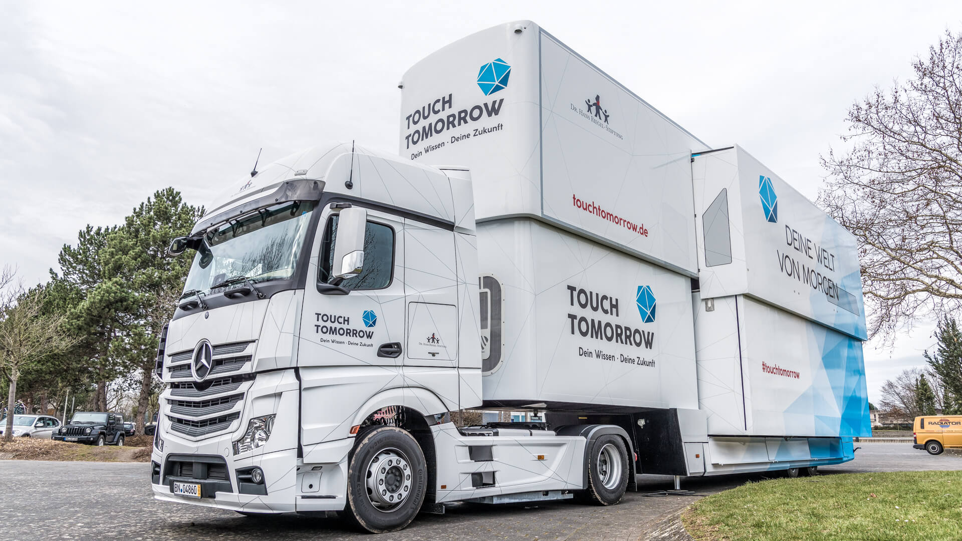 TouchTomorrow-Truck-mobile-Bildungsstaette